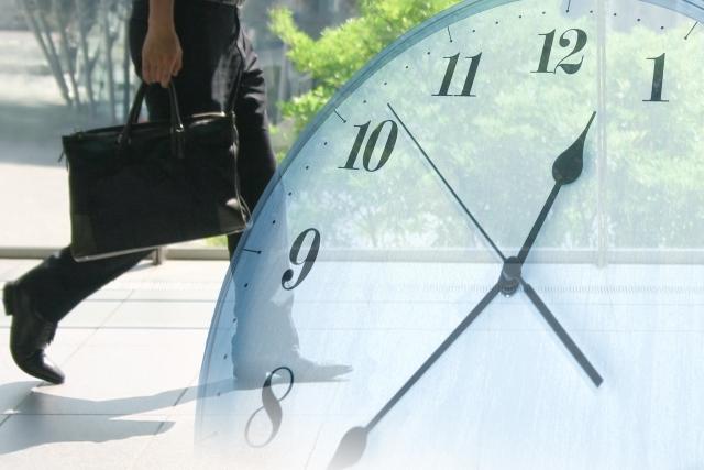 時間に遅れる